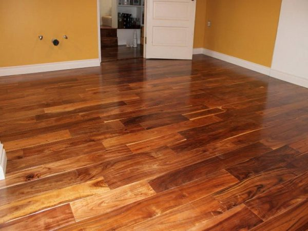 don't use white vinegar and water for hardwood floors