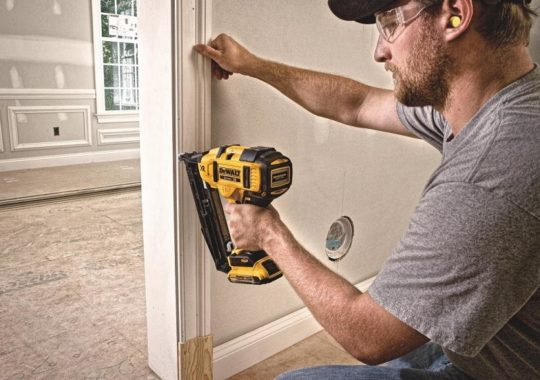 Top 7 Best Cordless Finish Nailers And Reviews In 2019