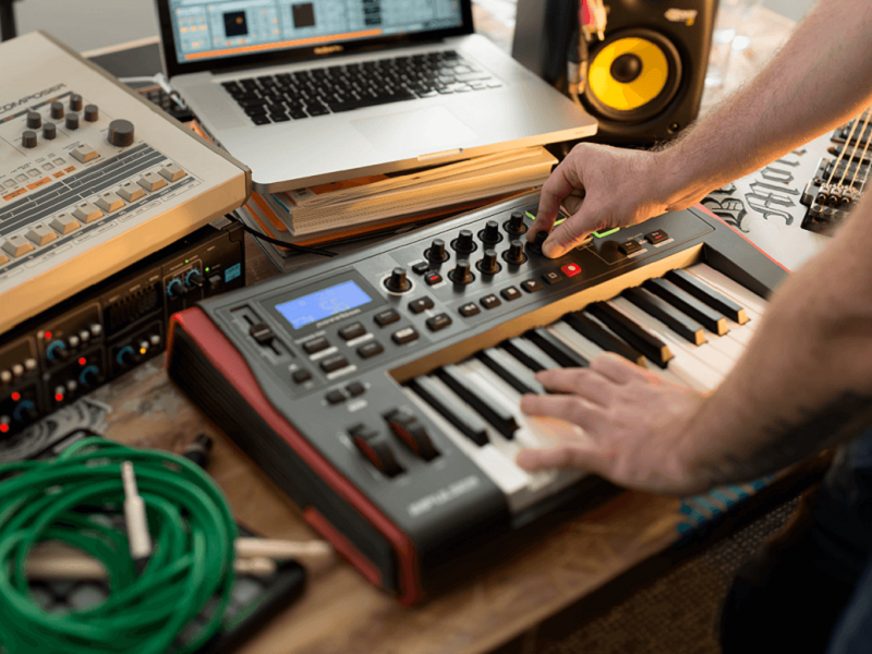 Top 7 Best MIDI Controller Keyboards For Beginners 2019 - best7reviews