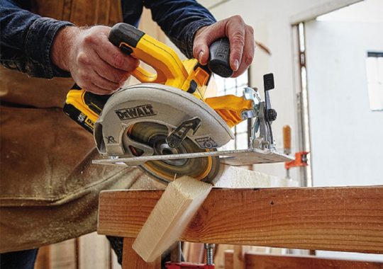 Top 7 Best Cordless Circular Saws And Reviews In 2019
